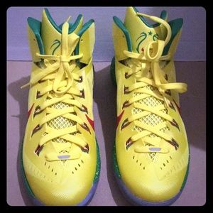 NIKE WOMENS BASKETBALL SHOES